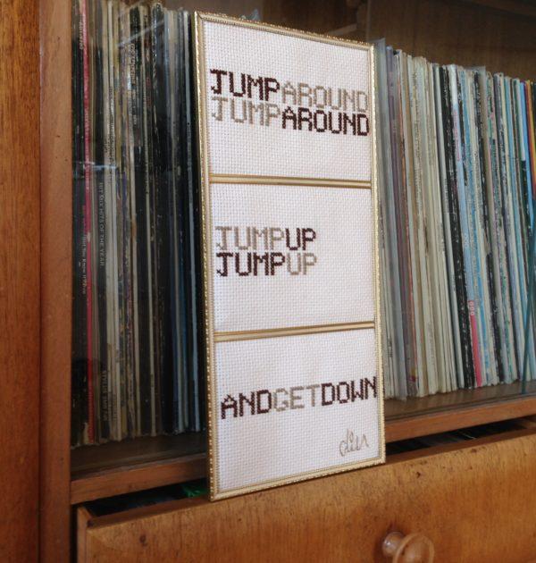 N° 18 Jump Around
